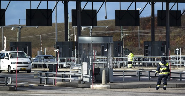 EU free travel in danger as borders tighten, fences go up