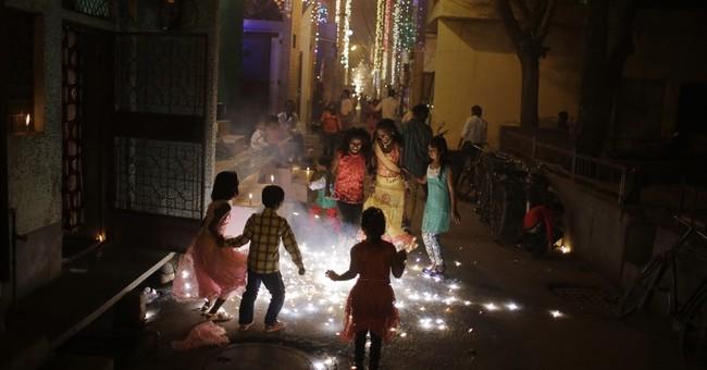 Alarm over Delhi pollution doesn't stop Diwali fireworks