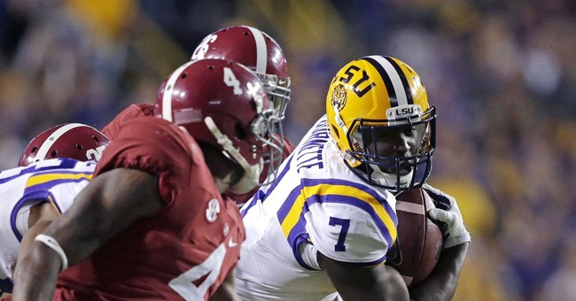 LSU's Fournette remains in the lineup as probe continues