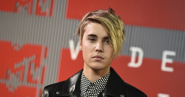Justin Bieber answers questions, performs songs for fans