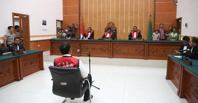 Indonesian court sentences 2 to death for drug smuggling