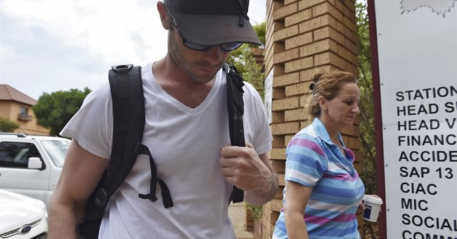 Pistorius reports at police station for community service