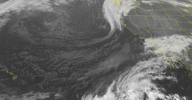 Tornado strikes Central California town, damages homes