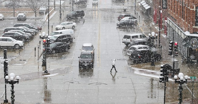The Latest: Snow affects flights at Chicago's 2 airports