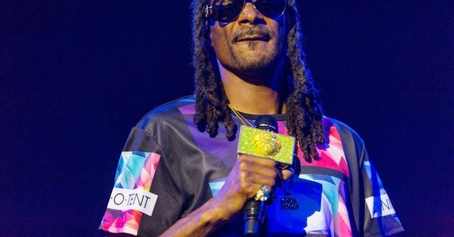 Rapper Snoop Dogg helps deliver 1,500 turkeys in Inglewood