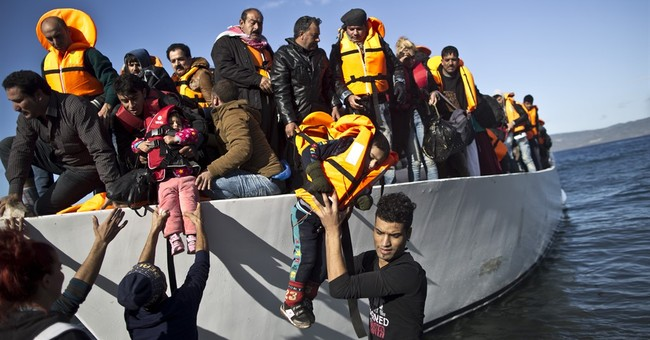 Stranded migrants in clashes at Greece-Macedonia border