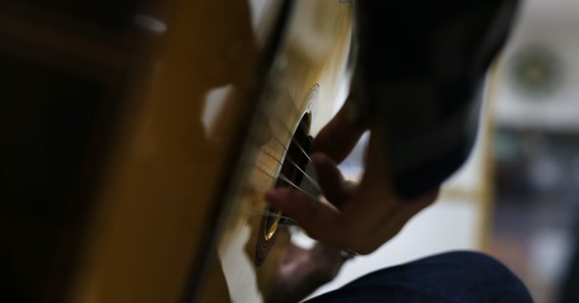 AP PHOTOS: Famed Conde guitars still handmade in Madrid