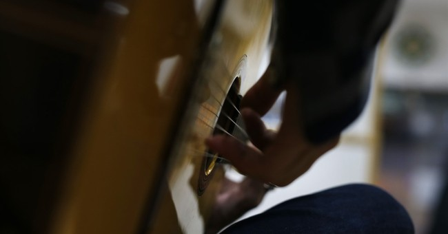 AP PHOTOS: Famed Conde guitars still handmade in Madrid
