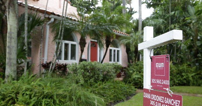 US pending home sales edge up in October