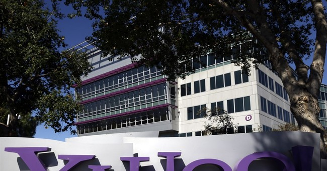 Yahoo mulls shareholder demand to sell Internet business