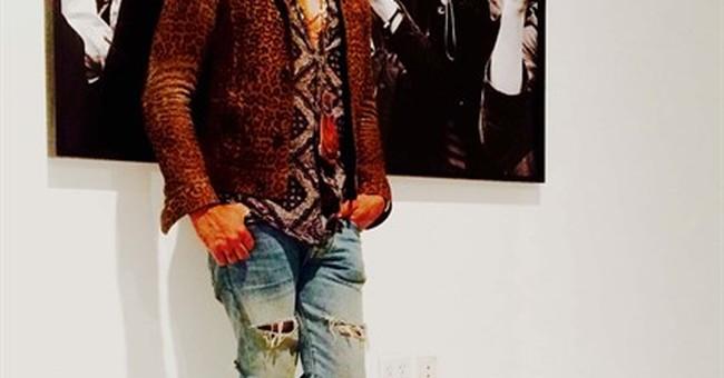 Lenny Kravitz turns camera on paparazzi in photo exhibit
