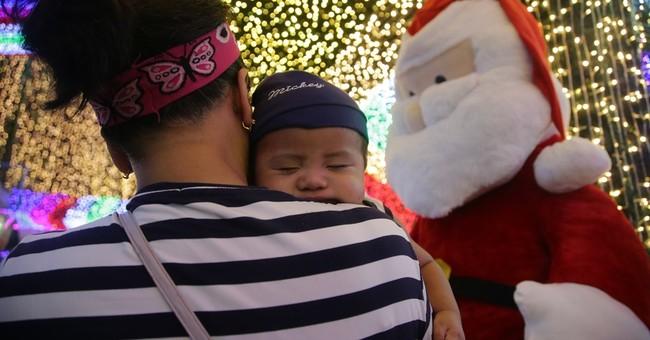 Filipino's poor childhood inspires 500K-light Christmas show
