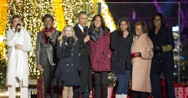 Obama lights Christmas tree, appeals for brotherhood