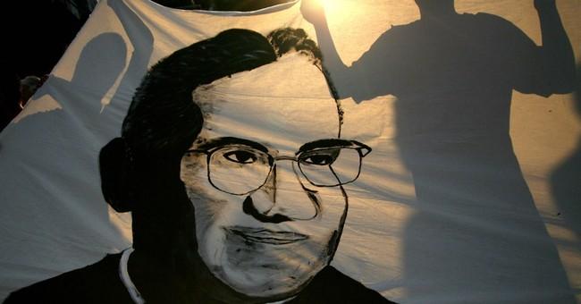 Pope decrees slain Salvadoran Archbishop Romero a martyr