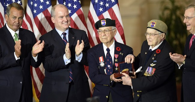 Congress awards gold medal to Devil's Brigade, WW II heroes