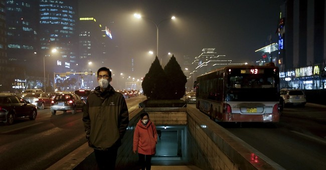 Unhealthy smog hovers over Beijing on Day 2 of smog alert
