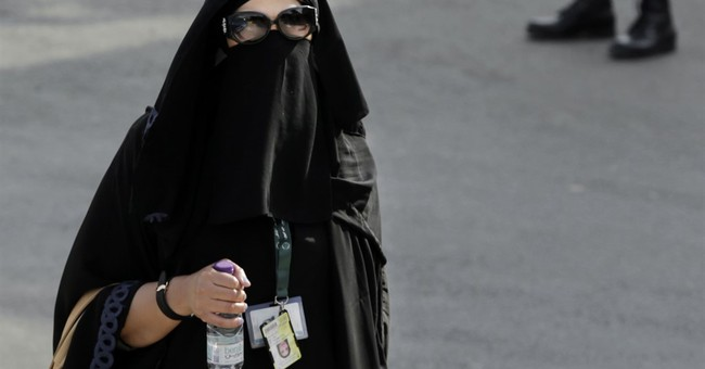 Saudi women face off against men for first time in elections