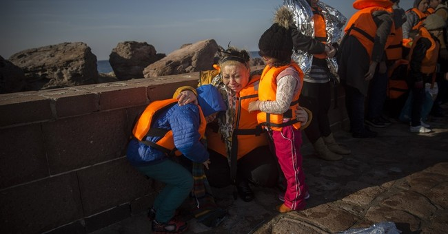 The Latest: UN: nearly 770,000 people enter Greece in 2015