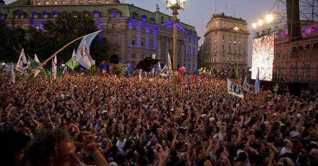 Argentine president blasts incoming leaders in final speech