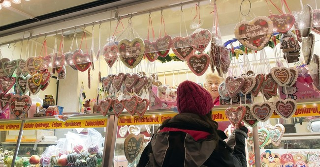 Syrian refugee family embraces Christmas spirit in Germany