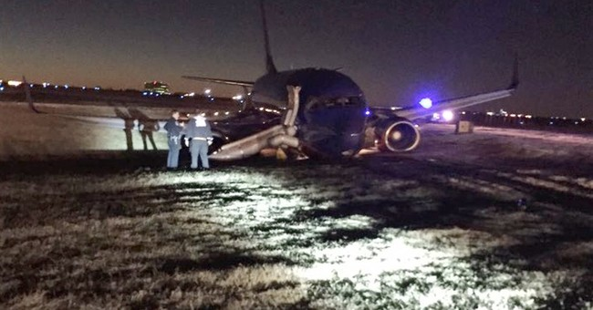 Plane landing in Nashville rolls off runway, injuring 8
