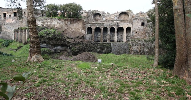 Landslide smashes into wall at Italy's historic Pompeii site