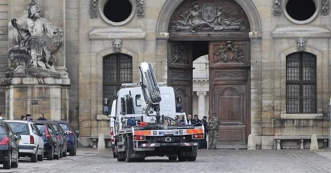 Car rams entrance at Paris' Invalides; driver arrested
