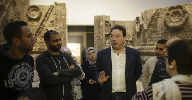 Refugees become guides to Germany's historical treasures
