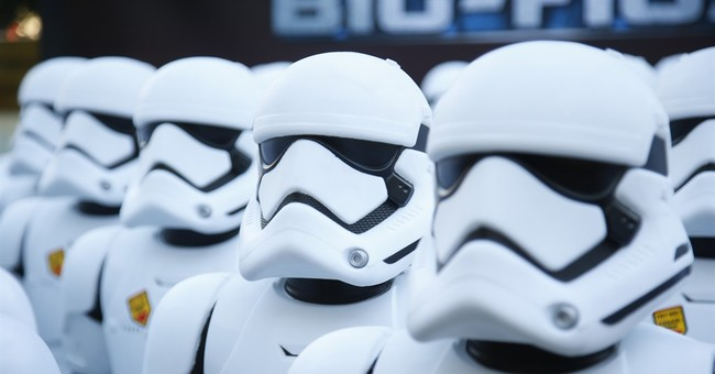 'Star Wars: The Force Awakens' thrills fans, sets records