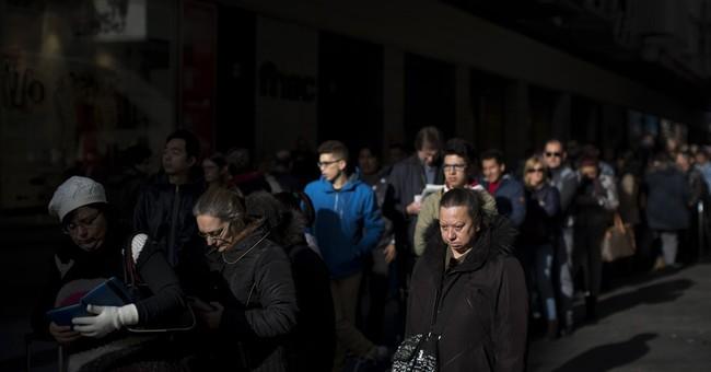 Long lines, high hopes for Spain's huge Christmas lottery