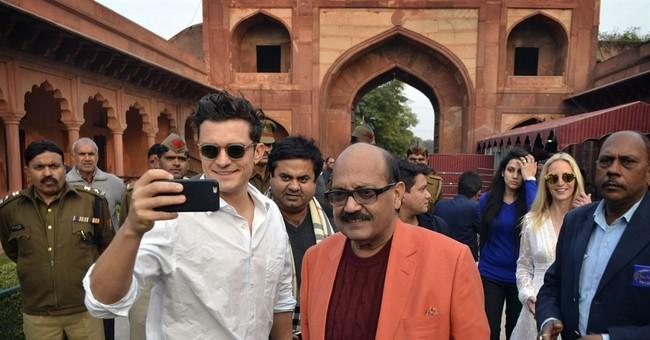 Hollywood star Bloom arrives in India after visa delay