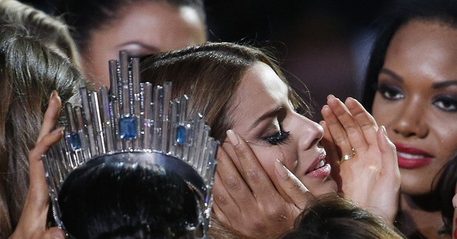 Miss Universe show, host apologize for crowning wrong woman
