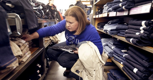Holiday shopping 2015: Consumers buying less expensive gifts