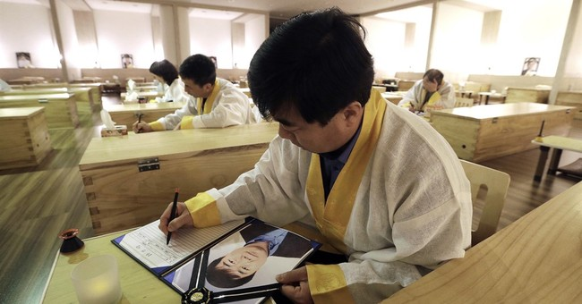 South Korean 'mock funerals' seek to ease life's stresses