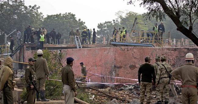 Indian paramilitary plane crashes, killing all 10 aboard