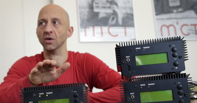 Radio rebels: Berlin group makes tiny transmitters for Syria