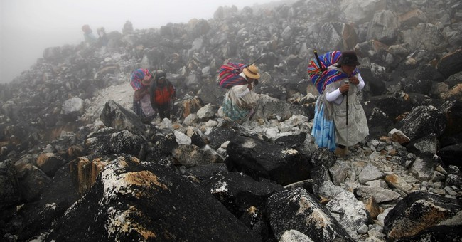 Indigenous Bolivian women scale mountains outside La Paz