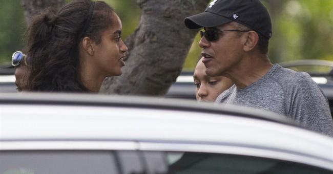 The Latest: Obamas having dinner at Honolulu restaurant