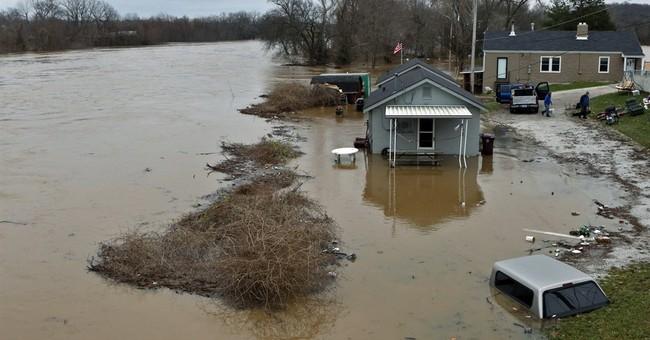 Rare winter flood threatens Missouri, Illinois levees