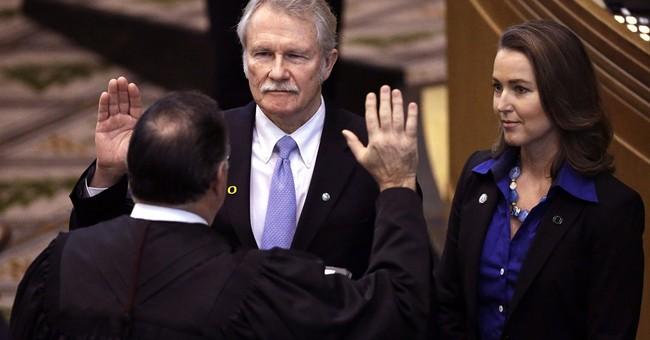 Recall effort targeting Oregon governor must wait