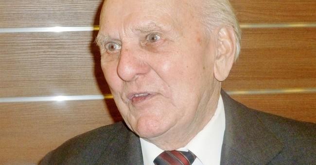 Barber considered slitting Auschwitz commandant's throat