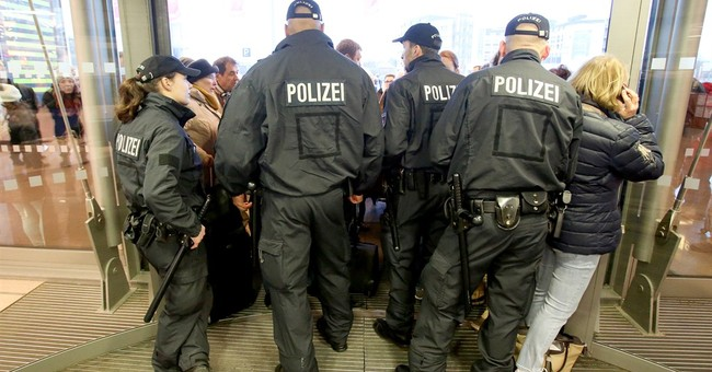 Chaos at Hamburg airport as security staff go on strike