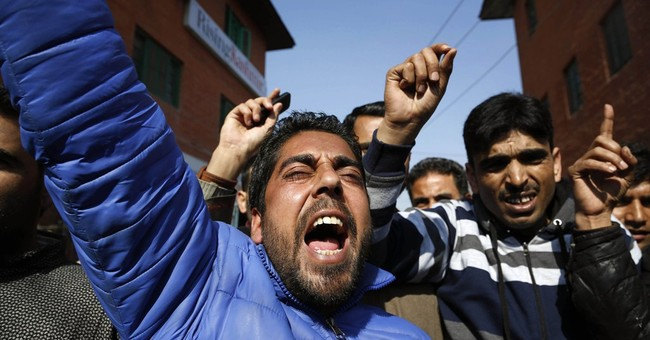 Protesters clash with Indian authorities at Kashmir funeral
