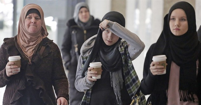 Illinois woman accused of aiding extremists appears in court