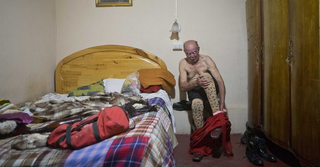 AP Photos: Pitito, Peru's oldest clown, keeps joking at 91