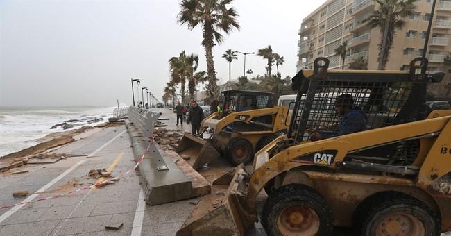 Sandstorm hits Israel, sends sea waves tearing into Beirut