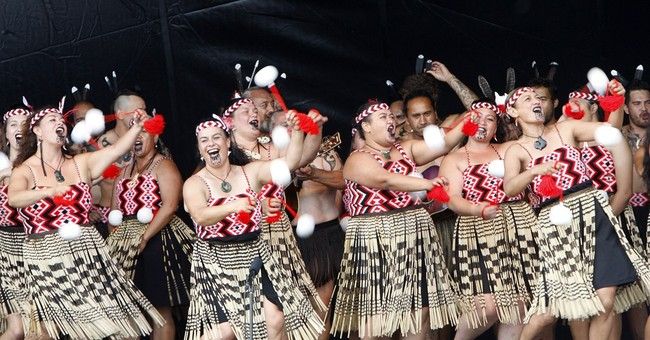 New Zealand celebrates 175 years with canoes and dance