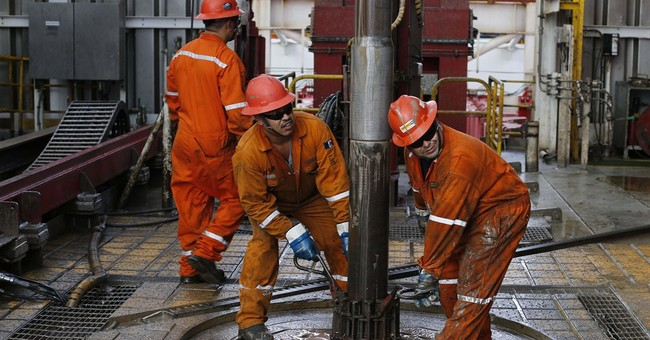 Oil's slump a blow to Mexico amid touted energy reforms