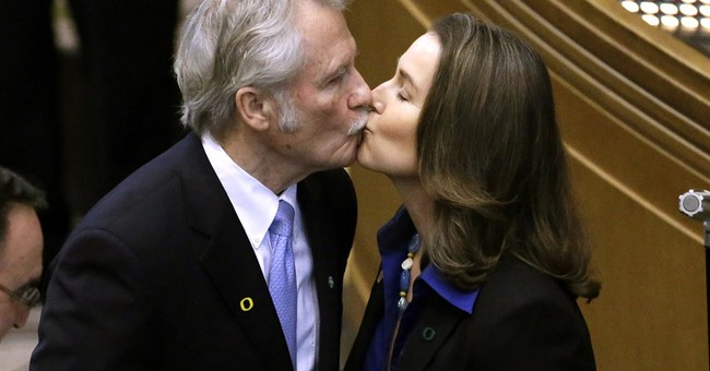 Top Democrats call on Oregon governor to resign