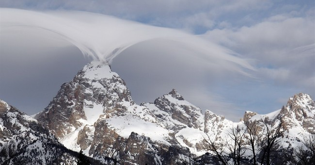 Rare, undulating clouds enchant visitors in Grand Teton